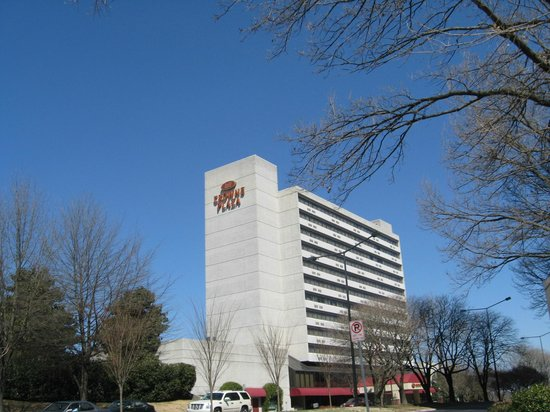 Crowne Plaza Knoxville Downtown University: Exterior from corner street