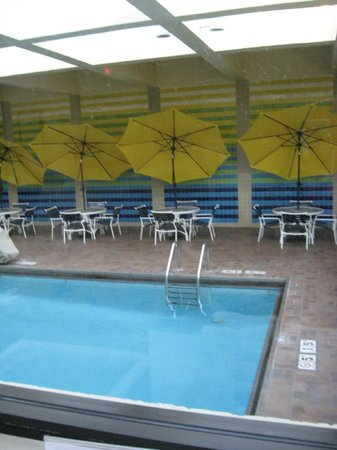 Crowne Plaza Knoxville : Colorful pool