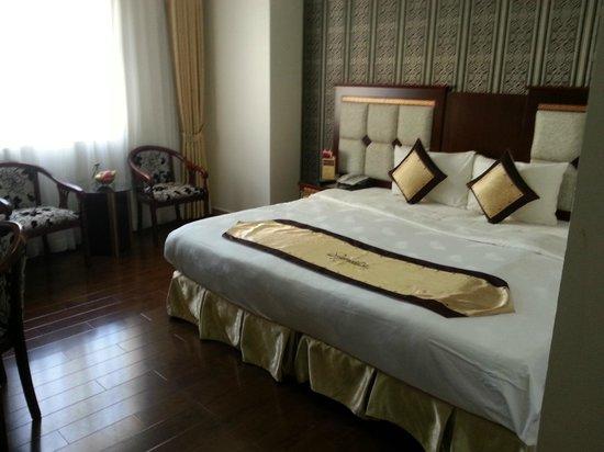 Signature Saigon Hotel : The room