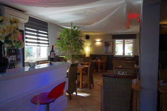 Le bar de la salle photo de effet jardin restaurant - Effet jardin lattes ...