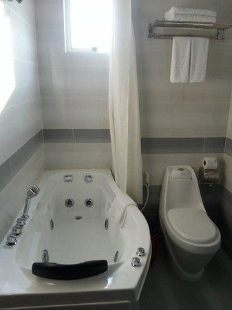 Signature Saigon Hotel : Bathroom