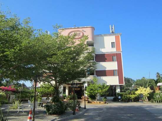 Mei Zhou Phuket: vor dem Hotel