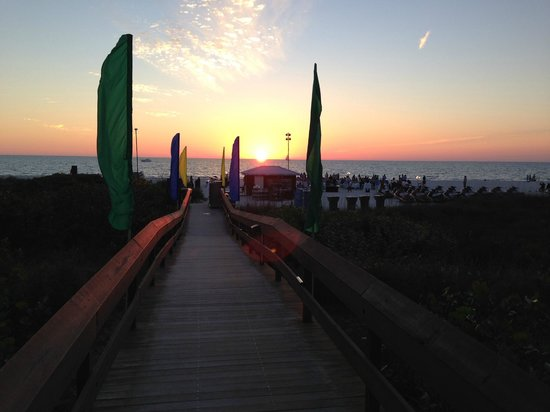 Hilton Marco Island Beach Resort: Sunset from the Hilton