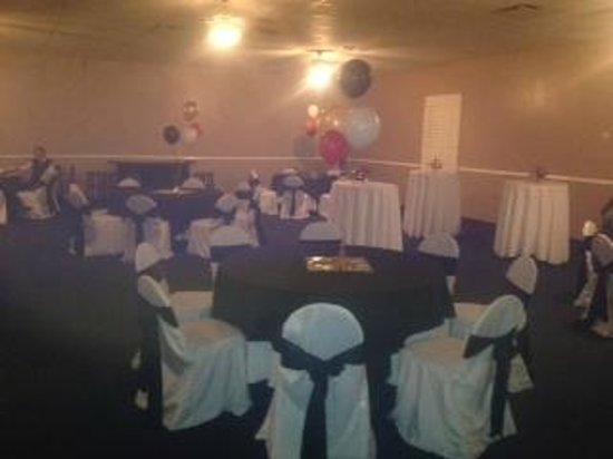 Silas Dent's Steakhouse: Set up for casino night w/ round tables & cocktail tables