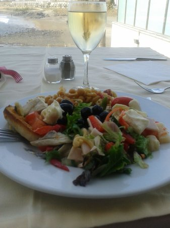 Kn Hotel Arenas Del Mar Beach & Spa: The dining room/lunch/wine yum!