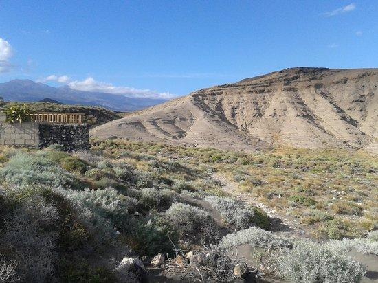 Hotel  Arenas del Mar: mountain walk (Richards)