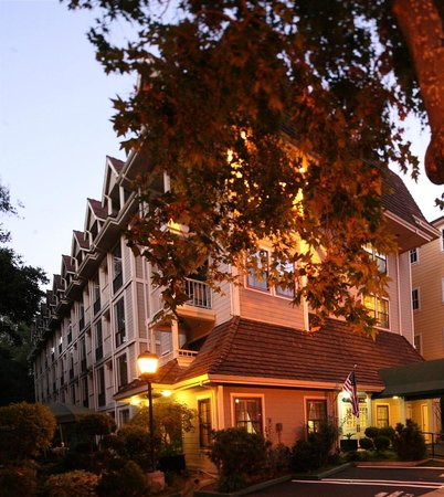 The Inn at Saratoga: Inn Exterior