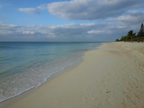 Coral Beach Hotel and Condos : Coral beach condo beach