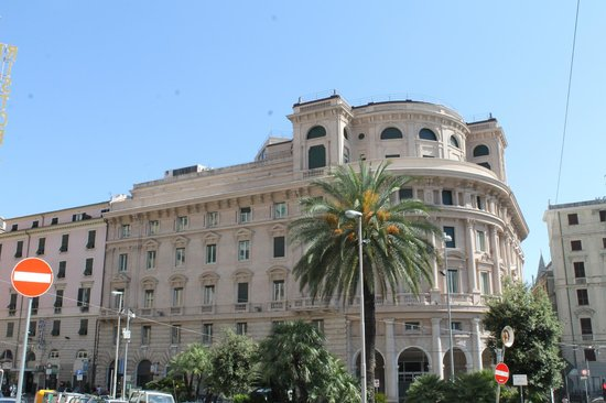 Grand Hotel Savoia: View from the entrance to the Hotel