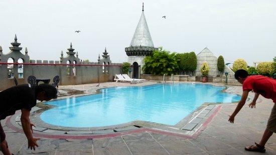 Amrutha Castle: La piscin est sur le toit