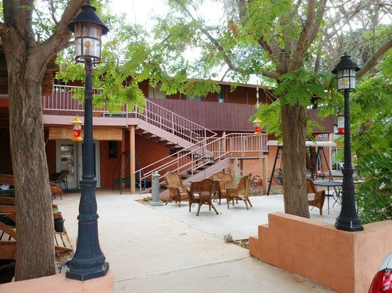 Mexican Hat Lodge and Swingin Steak: Neighborhood