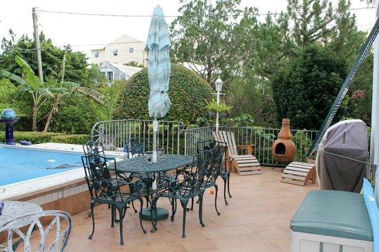 Kingston House B&B: E. side patio and wave pool