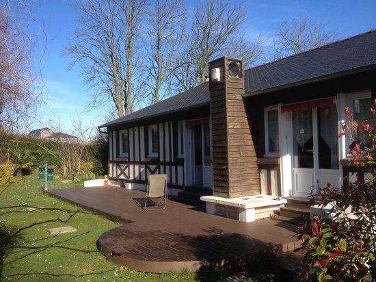 Hostellerie de la Vieille Ferme : terrasse sur jardin