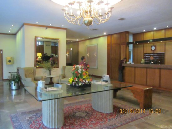 Hotel Bristol: Reception area, front desk