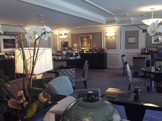 The Ritz-Carlton, Washington, DC : The Club Lounge view toward food presentations