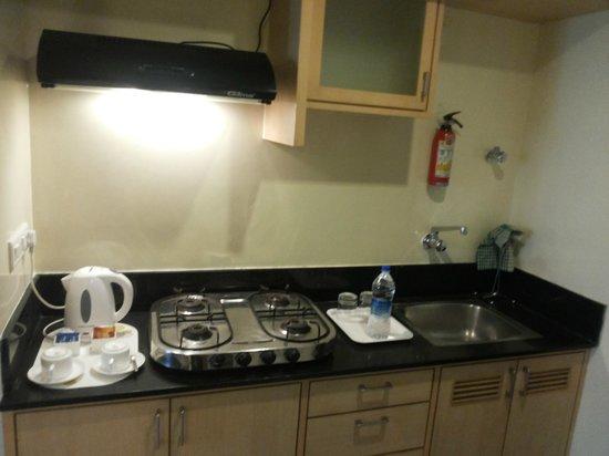 Maple Suites, Serviced Residences: kichen