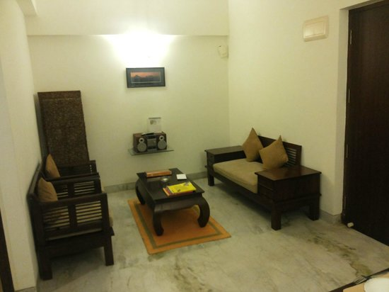 Maple Suites, Serviced Residences: Living room