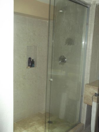 Golden Parnassus All Inclusive Resort & Spa Cancun: Shower cubicle in the room