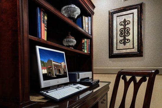 Mulberry Inn and Plaza at Fort Eustis: Business Center