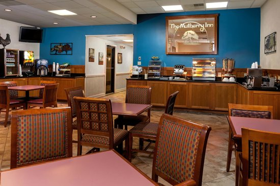 Mulberry Inn and Plaza at Fort Eustis: Breakfast Area