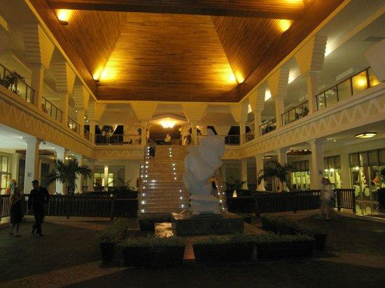 Grand Sunset Princess All Suites Resort: Sunset lobby