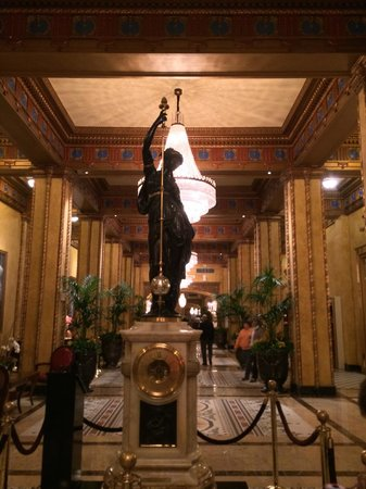 The Roosevelt New Orleans, A Waldorf Astoria Hotel: Ornate clock in lobby