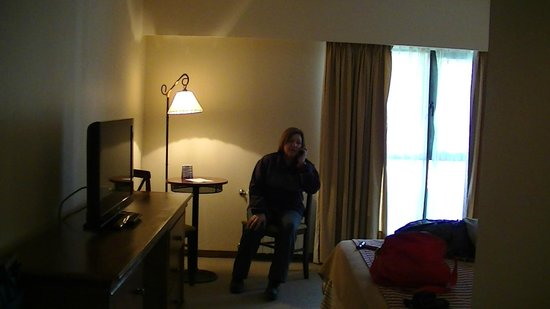 Kalenshen Hotel - Cerro Calafate: Mesita con sillas