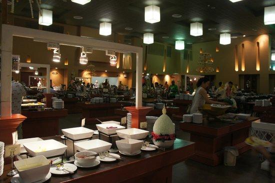 Siam Niramit Phuket: International Buffet Lounge