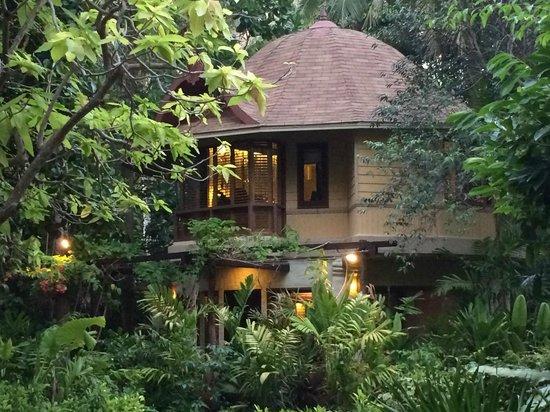 Rayavadee Resort: Typical villa at night