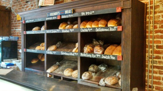Kirchoff Deli & Bakery: Freshed baked goods in the bakery