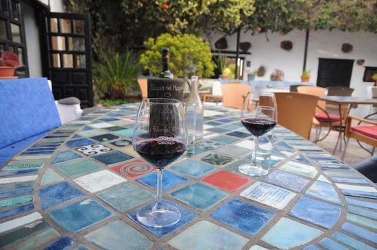 Patio del Vino : Der Wein ist schon serviert, die Tapas folgen gleich