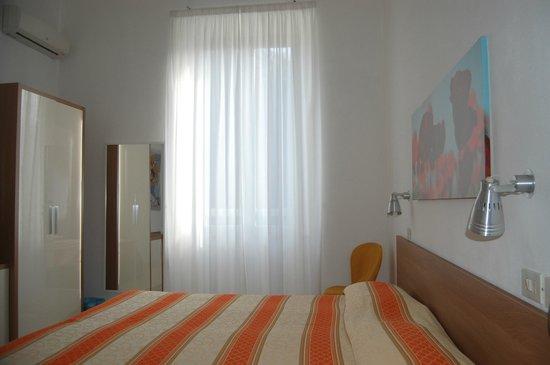 Hotel Derna: Camera matrimoniale