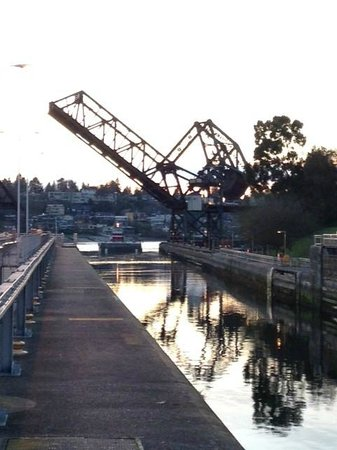 Hiram M. Chittenden Locks : Bridge opening as a barge manuvers into the big locks