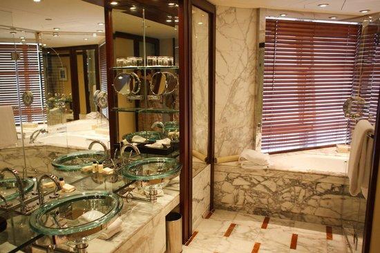Grand Hyatt Shanghai: Gorgeous bathroom