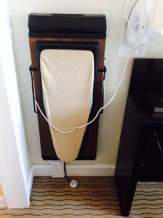Mercure Manchester Piccadilly Hotel : Ironing board