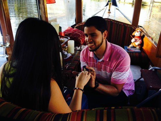 Las Olas Gondola Tours: Shot right when I was getting proposed to