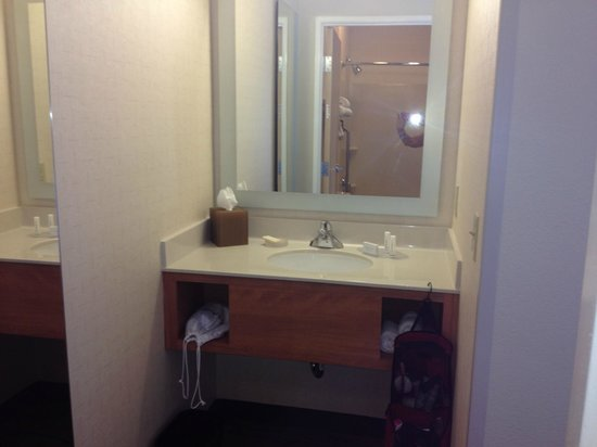 SpringHill Suites Prescott: bathroom separate mirror and sink area