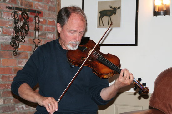 Pilgrim's Inn: An inpromptu fiddle concert by our customers