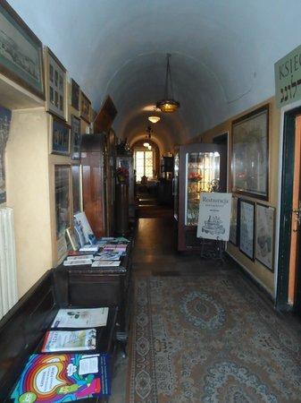 Klezmer Hois: The entrance hall