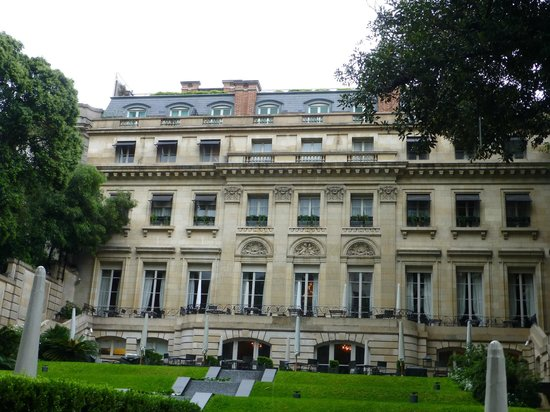 Palacio Duhau - Park Hyatt Buenos Aires: view of the back and garden of palace