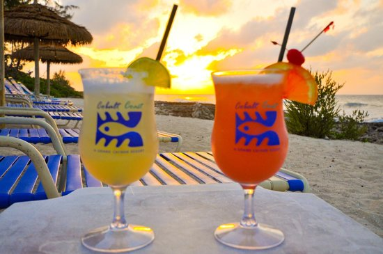Cobalt Coast Grand Cayman Resort : Drinks at sunset