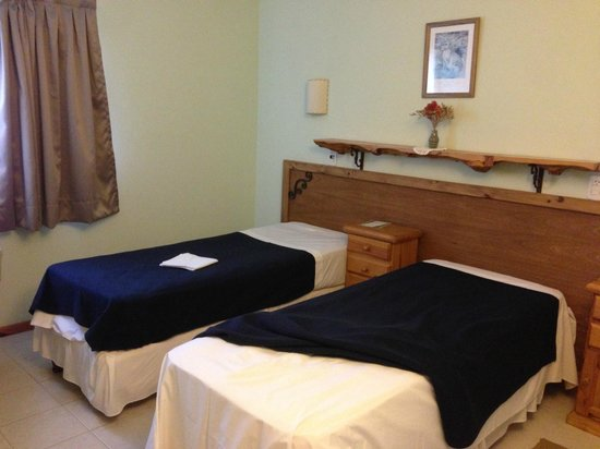 Patagonia Travellers' Hostel: Room view with 2 beds