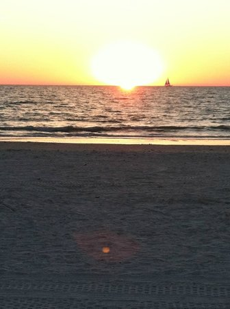 Hilton Marco Island Beach Resort--CLOSED FOR RENOVATIONS; REOPENING DEC. 1, 2017: Breathtaking sunset