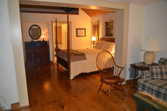 Jacob Rohrbach Inn : Governor's quarters bedroom