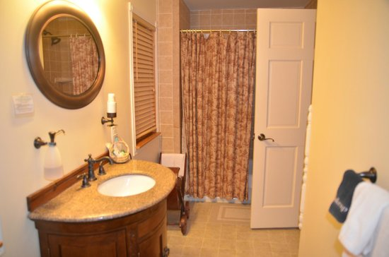 Jacob Rohrbach Inn : Bathroom