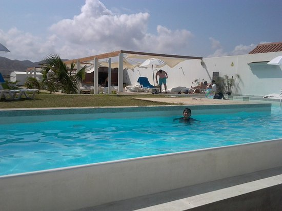 Suites del Mar: Max Diego Arroyo disfrutando la piscina en el mejor hotel