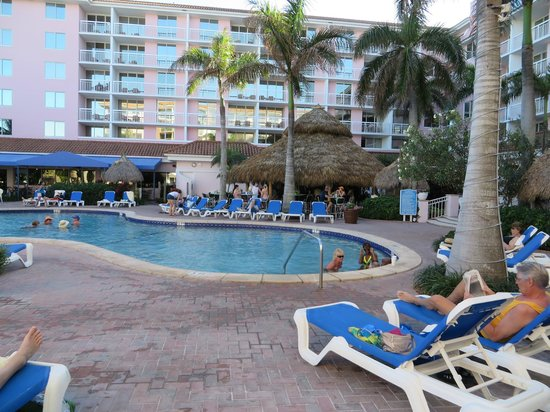 Palm Beach Shores Resort and Vacation Villas: Nice pool area