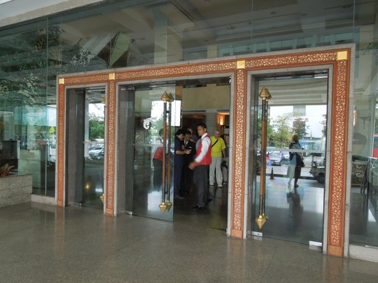Chaophya Park Hotel: Entrance