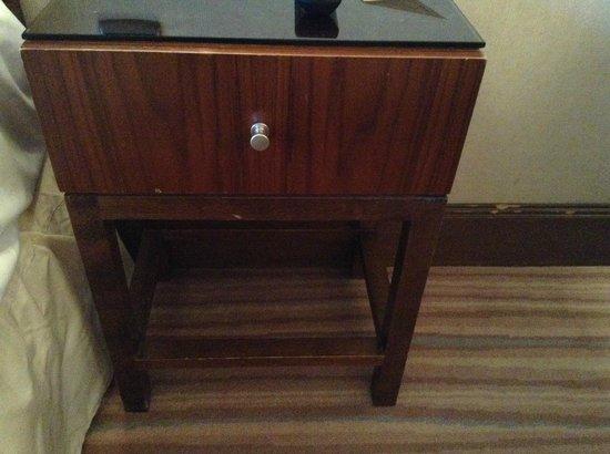 """Warwick Brussels: Very """"vintage"""" nightstand"""