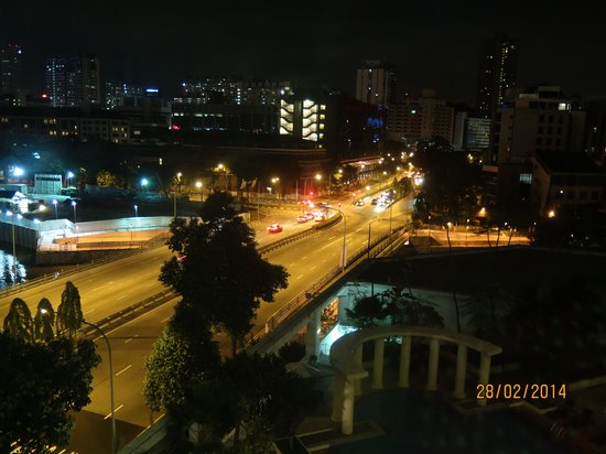 Park Hotel Clarke Quay : Night view from our hotel room
